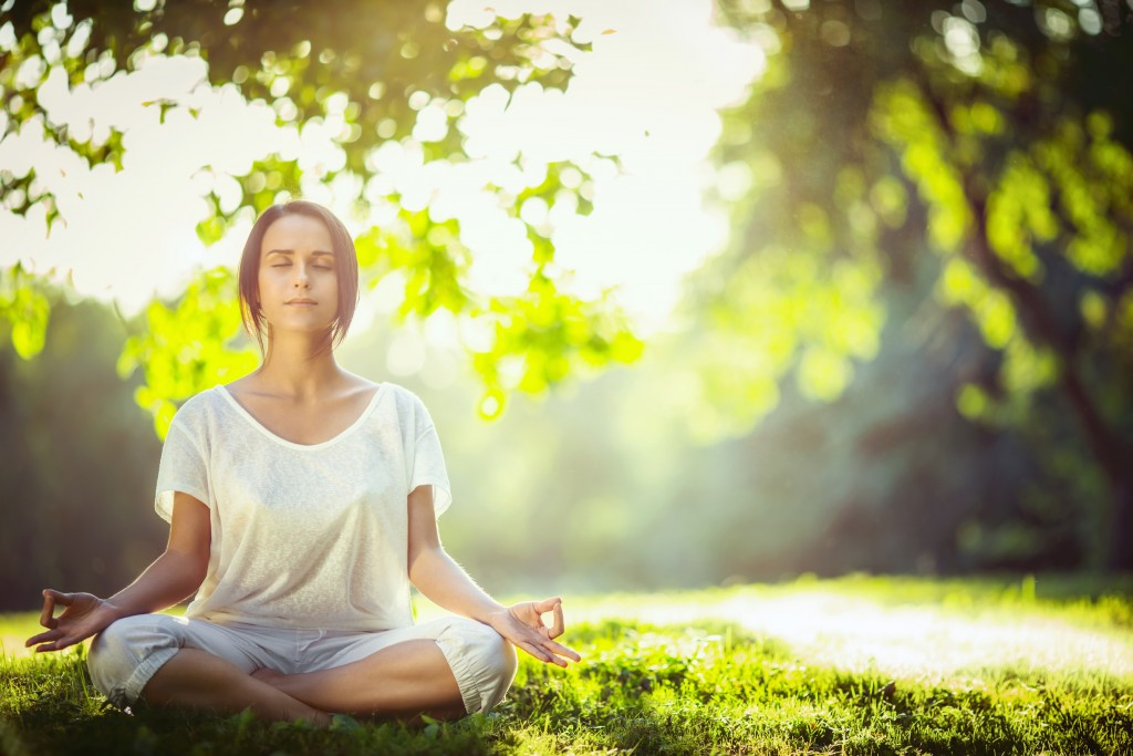 Atención Plena Mujer Meditando